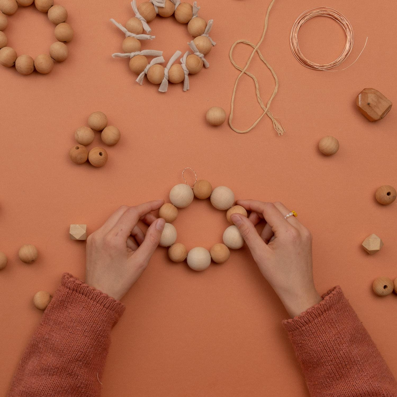 Ashinyday.com-DIY-στολίδια-ξύλινες-χάντρες